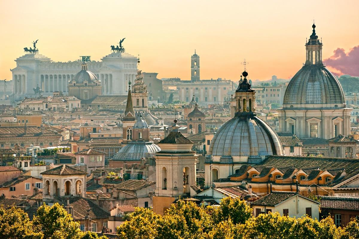 Visitare Roma significa andare alla scoperta di monumenti di grande valore architettonico e artistico, come il Colosseo, l'Altare della Patria, la Basilica di San Pietro e molto altro. Nelle vicinanze dei monumenti più importanti è possibile soggiornare in b&b economici e andare alla visita della città.