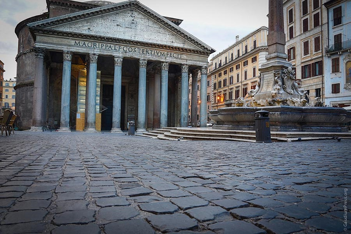 Da visitare a Roma è il Pantheon, celebre per la sua cupola imponente. A due passi da questo monumento si trovano locali, ristoranti, trattorie e caffetterie ed è facile prenotare uno dei numerosi bed and breakfast economici Roma. Pantheon Roma.